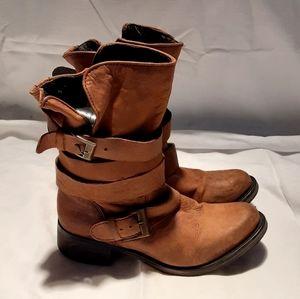 STEVE MADDEN Brown Brewzzer Boots